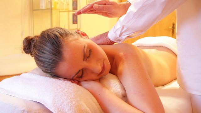 Massage relaxant aux huiles tièdes - Offre découverte !