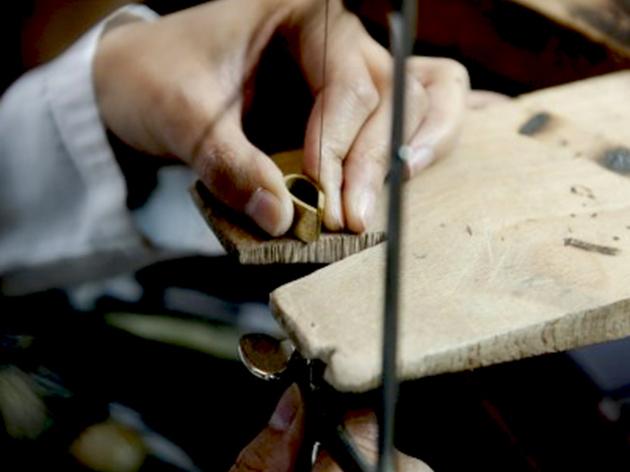 Initiation à la bijouterie artisanale.