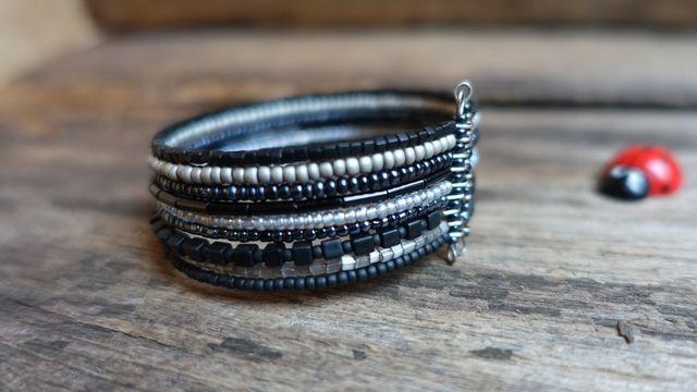Bracelet manchette en rocaille
