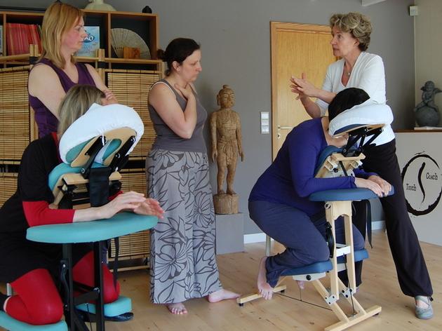 formation massage shiatsu sur chaise massage assis formation massage par catherine delbrouck. Black Bedroom Furniture Sets. Home Design Ideas