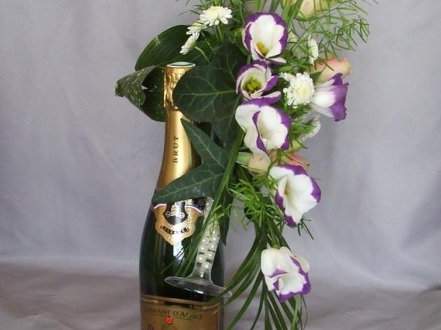 passion d coration florale pour une bouteille de vin ou champagne 1001 belges. Black Bedroom Furniture Sets. Home Design Ideas
