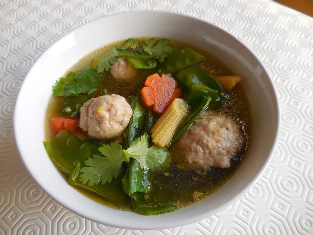 Soupe légume variés et champignon farcis porc et crevet