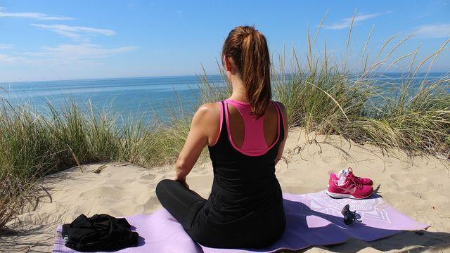 Cours hebdomadaire de yin-stretch yoga